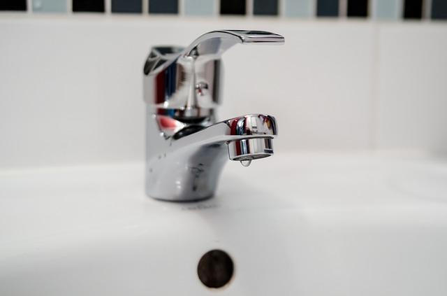 Artisan plmobier à Paris pour un robinet qui coule