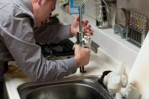 Comment embaucher un plombier qualifié, raisonnable et fiable ?